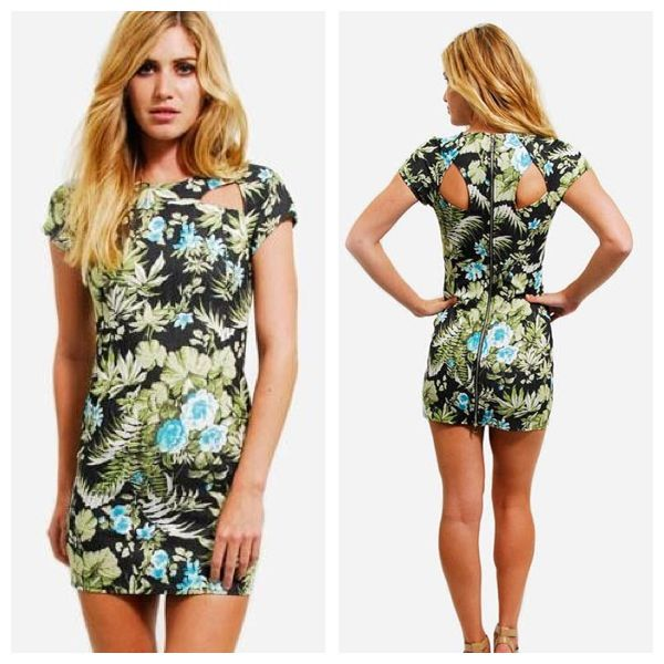 Stand out in the crowd this summer in this Purple Ginger Tropical print zip back dress.