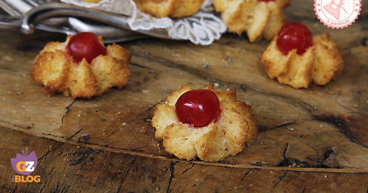 I pasticcini pasta mandorle sono dei dolcetti tipici siciliani buonissimi e profumatissimi e anche molto semplici da realizzare.