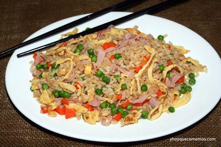 Arroz Chino Tres Delicias casero como el que ponen en los restaurantes chinos. Es fácil, rápido y sano de hacer. Una receta light para tus dietas.