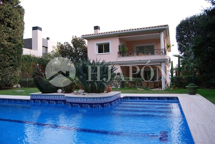 Villa in Teia with pool close to the sea and beach, in a prívate zone close to Barcelona.
