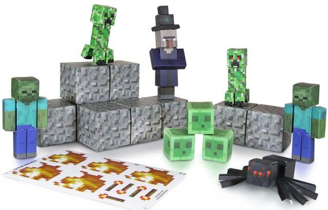 Minecraft Campo di Gioco - Ambiente Mostri Per costruire il campo di gioco di #Minecraft con pochi gesti, sono disponibili 3 ambientazioni diverse, tutte da montare. 30 pezzi ciascuna per realizzare una situazione di gioco differente. In questo campo potrai costruire l'ambiente dei mostri ostili. I mostri sono un'aspetto quotidiano della vita nel mondo di Minecraft e possono essere spaventosi. In questo set potrai unire i mostri più pericolosi che hai conosciuto nel videogioco!