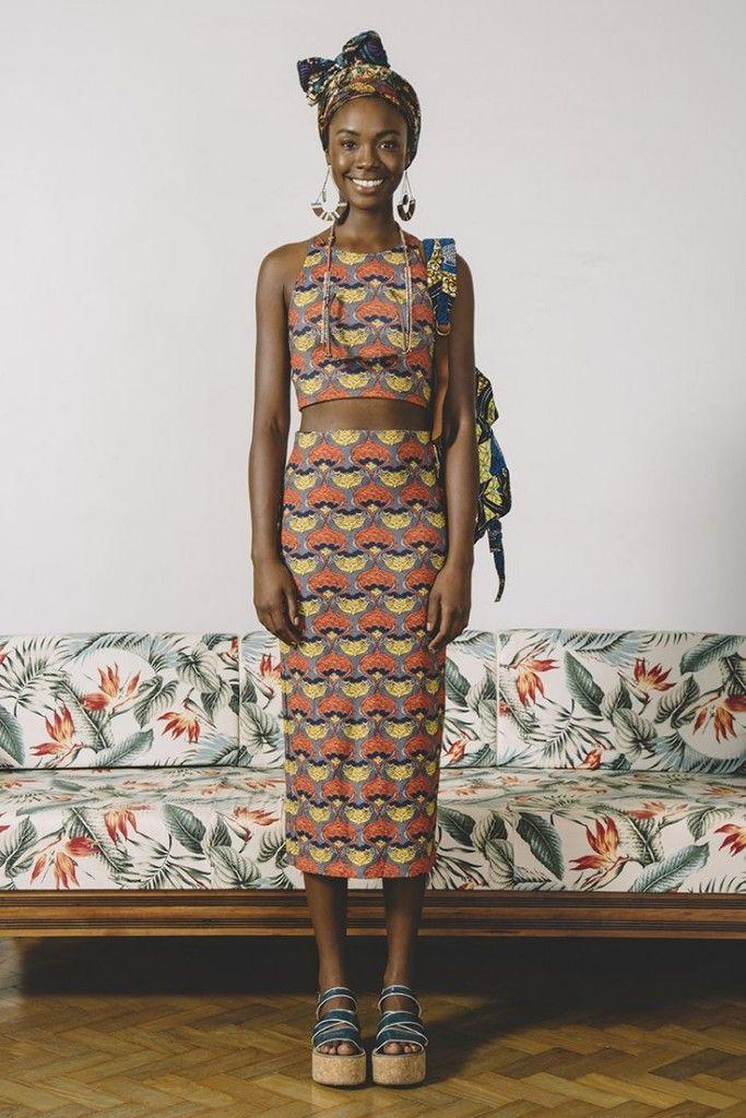 www.cewax.fr aime cette photo. Mode femme afro tendance, style ethnique, tissus africains: wax, ankara, kente, kitenge, bogolan... African Fashion, ethno tendance, African Prints, African clothing AFRICAN VINTAGE Photo: Raphael Lucena et Carol Wehrs – FARM RIO #print AFRICAN VINTAGE Photo: Raphael Lucena et Carol Wehrs – FARM RIO