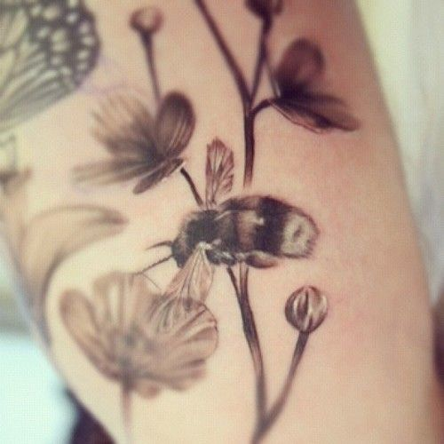 bee and flower tattoos | Go Back > Gallery For > Bee And ...