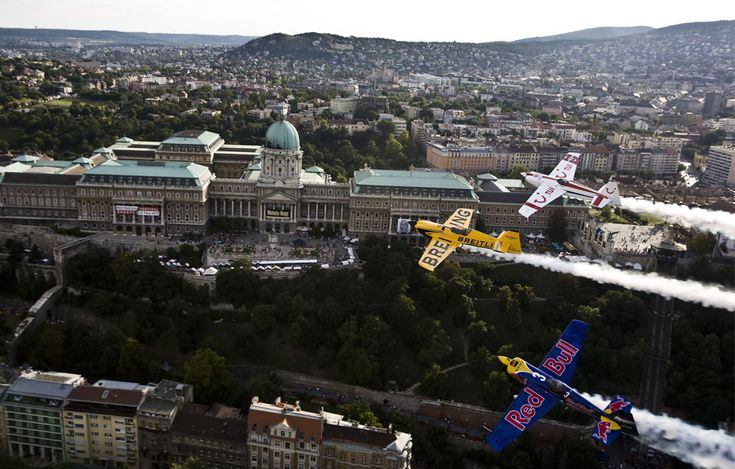 "Hungarian pilot Peter Besenyei (bottom), Britain's Nigel Lamb and Paul Bonhomme (top) fly over Budapest, Hungary on August 17, 2008 during their ""recon flight"" prior to the seventh stage of the Red Bull Air Race World Series. Picture taken August 17, 2008. (REUTERS/Balazs Gardi/Red Bull Air Race) #"