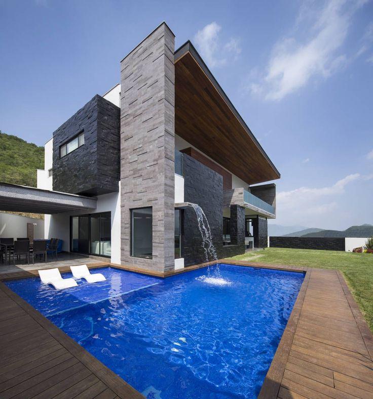 Las 25 mejores ideas sobre fachadas de casa en pinterest for Casas con piscina interior fotos