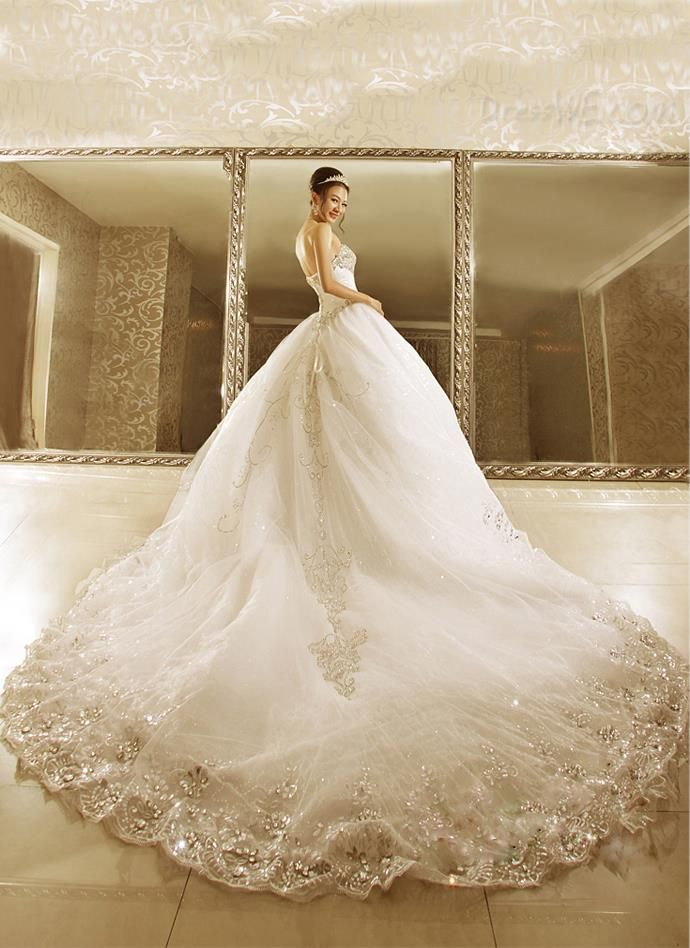 $386.99 Dresswe.comサプライ品高貴なボールドレスストラップレスビーズカテドラルの列車のウェディングドレス