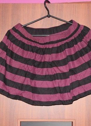 Kup mój przedmiot na #vintedpl http://www.vinted.pl/damska-odziez/spodnice/9907033-spodniczka-rozkloszowana-na-gumce-w-paski-czarno-bordowe