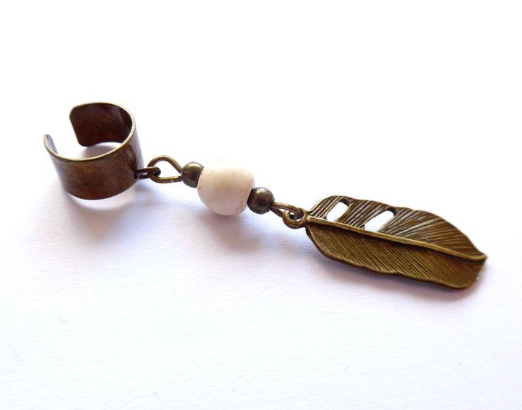 Ear cuff med vit magnesit från http://ladyofthelake.se  #earcuff #earcuffshop #smycken #svenskdesign #shopping