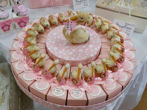 bomboniere battesimo torta di scatoline con cicogna rosa tag e centrale