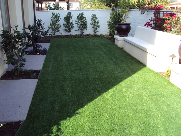 Love the design features in this backyard! www.easyturf.com l artificial grass l modern design l outdoor living l fake grass