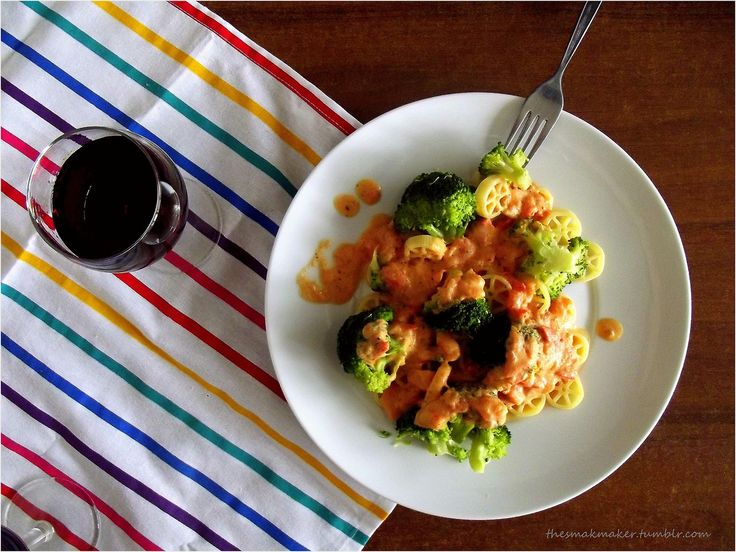 Pasta with broccoli and tomato sauce
