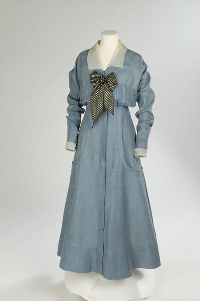 Seaside Dress of Linen with Silk Organza Collar & Cuffs; Silk Twill Bow. English, 1912-1914.