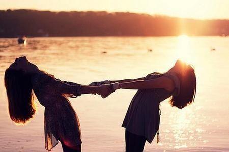 Le amiche vanno e vengono le migliori amiche restano a vita.