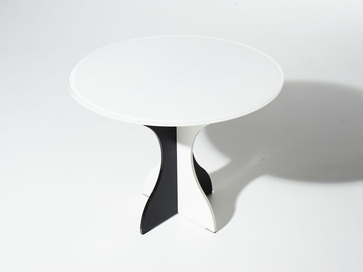 #ONDEANNI70.  Table in painted glass.
