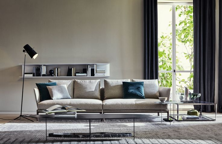 With the Chelsea sofa, Rodolfo Dordoni extends his idea of comfort from the dining room to the living area.