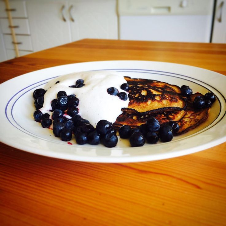 """rebecca.dahlin_83@live.se på Instagram: """"Brunch! Pancakes with blueberries and whiped coconut cream. Yummy!  #dairyfree #sugarfree #glutenfree #paleo #blueberries"""""""