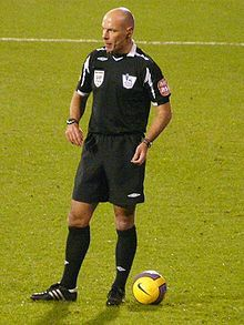 Howard Webb - refereeing an English Premier League match in 2007 | One of the greatest football officials of our time.