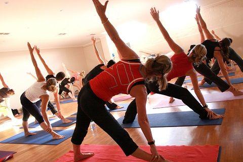 Cara Mengecilkan Perut dan Paha yang bisa anda lakukan adalah dengan melakukan olahraga seperti push up atau sit up. Dengan melakukan terapi yang tepat dalam mengecilkan perut dan paha yang anda miliki maka sudah pasti hal ini akan memberikan dampak yang sangat luar biasa bagi tubuh anda. Nantinya tubuh anda yang bermasalah dan buncit tersebut akan bisa berangsur membaik. Ditambah lagi, bagian paha anda akan bisa menjadi langsing dan seksi.