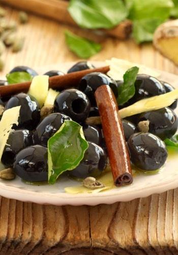 Spanish olives marinated in ginger, cinnamon & cardamom