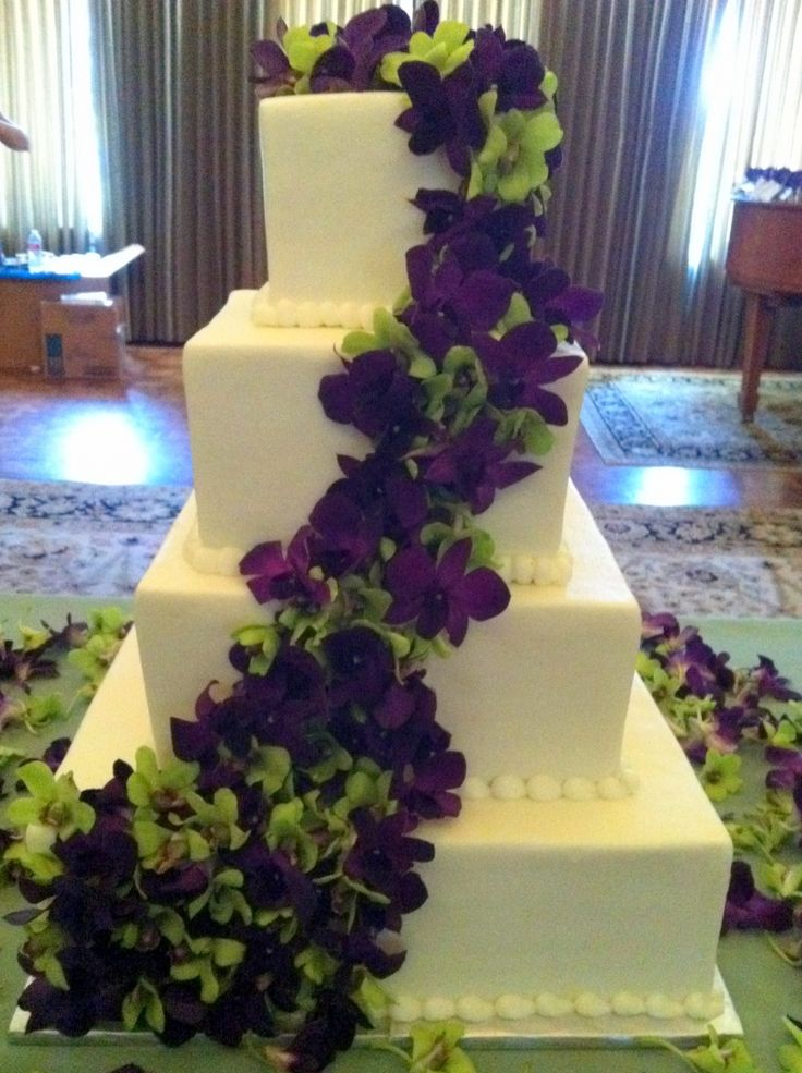 dark purple and green orchid wedding cake i never thought of using