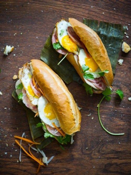 おしゃれな時短朝ごはん ベトナムの朝ごはん、バインミー。フランスのバゲットとレバーパテ、アジアのお醤油と紅白なます、目玉焼き を合わせたサンドイッチ♪