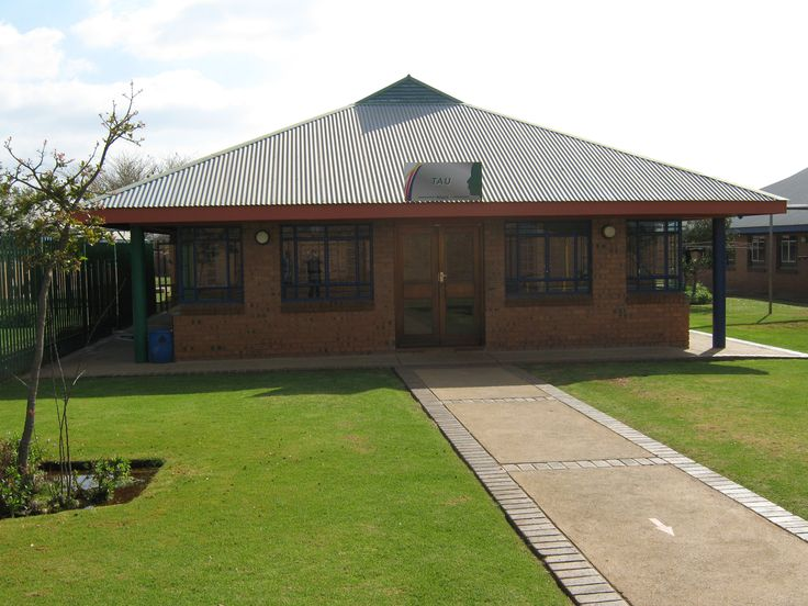 Limpopo (Polokwane) - The Polokwane Child and Youth Care Centre can accommodate 120 young people (up to 100 boys and 20 girls) between the ages of 14 and 17 years of age. Working in partnership with the Limpopo Provincial Government, it is one of two such facilities in the province.