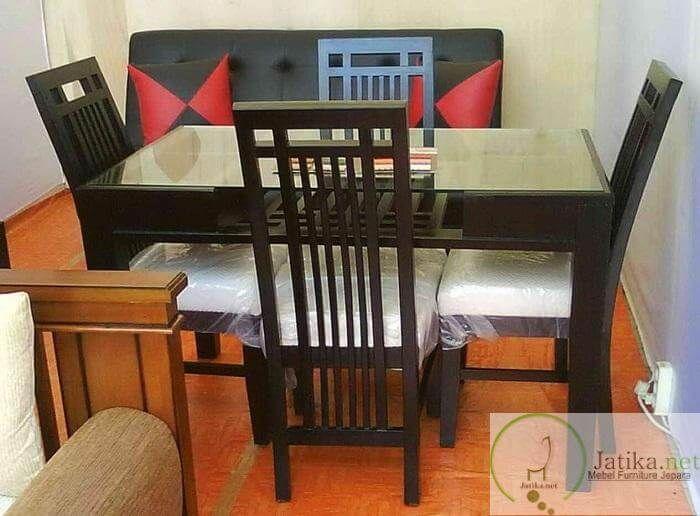 Set Meja Makan Minimalis Jati Murah ini dibuat dari bahan kayu jati solid dengan kontruksi rangka yang kuat dan aman, cocok melengkapi interior rumah anda.