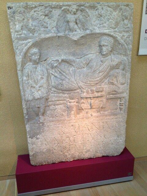 Grafsteen van Gumattius. De Germaan Gumattius heeft gediend in de cavalerie van de Afrikanen. Deze kwam tijdens de Bataafse Opstand naar onze streken om de rust te herstellen. Kennelijk heeft Gumattius zich rond die tijd in laten lijven bij de ruitekorps. De tekst op de steen luidt: 'Marcus Trainius Gumattius, zoon van Gaisio, veteraan van de ruiterafdeling der Afrikanen, heeft deze steen bij testament laten oprichten.'