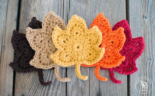 Crochet beautiful leaves with yarn, fun for applique, scarves, hats and more.  Fall inspiration!
