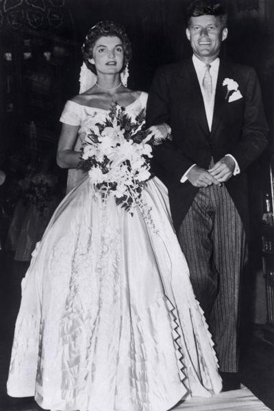 Jacqueline Lee Bouvier dans sa robe de mariée Ann Lowe en 1953