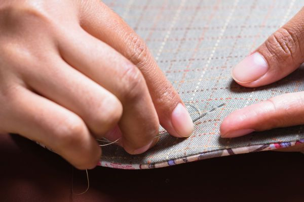 How To Hand Quilt: 6 Resources For Beginners
