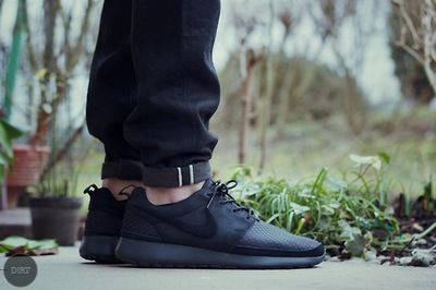 nike air roshe all black