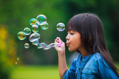 Sapevate che le bolle di sapone vengono utilizzate per insegnare l'autocontrollo ai bambini? In diversi siti inglesi trovate le etichette per le 'self-cont
