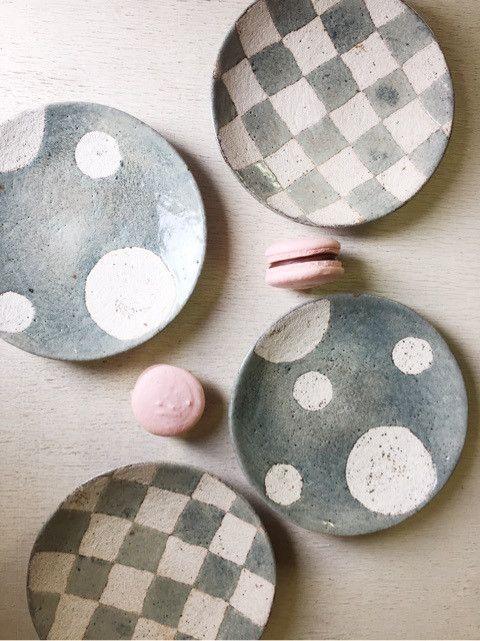 市野太郎さんの 丸皿♪ 可愛い水色♪ ーーーーーーーーーー 丸皿(水玉・チェッカー) 直径約15cm 1,800円(税別) ーーーーーーーーーー