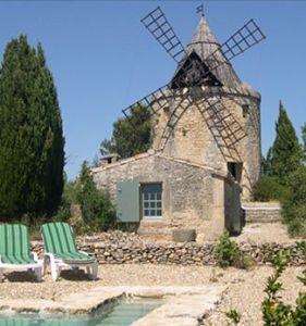 Un moulin face au pont du Gard réaménagé en gîte, une nuit insolite près de Montpellier, nîmes et Avignon