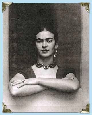 Gracias a su exposición en Paris, Frida tuvo la oportunidad de convivir con el pintor Pablo Picasso. Asimismo, fue invitada a formar parte de la portada de la revista Vogue.