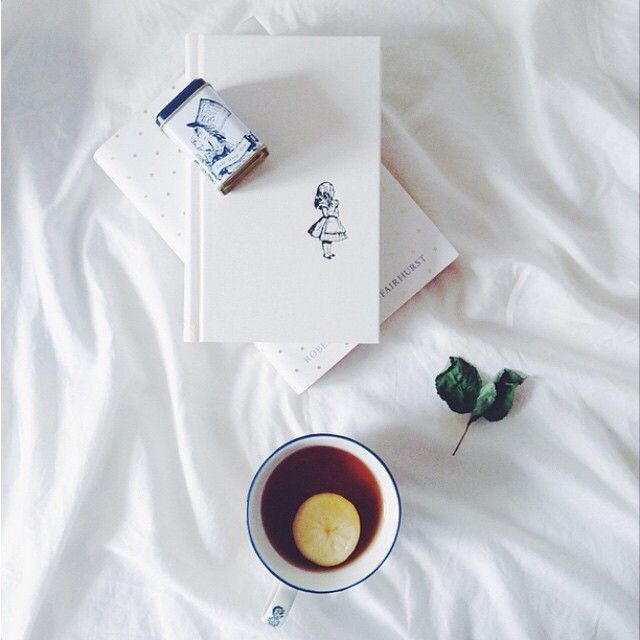 @what.i.read has been enjoying her Alice in Wonderland Earl Grey tea, with a perfectly matching book.