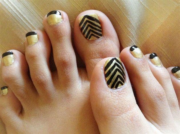 Chevron Toe Nails by khyatiB - Nail Art Gallery nailartgallery.nailsmag.com by Nails Magazine www.nailsmag.com #nailart