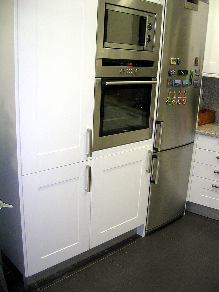 Columna lavadora horno micro nuestras cocinas for Mueble lavadora ikea