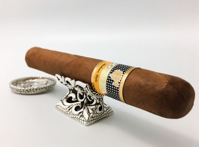 Who don't you use a cigar rest?I know you ever find a stylish one on the market, right?Here is handcrafted