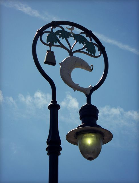 Glasgow Street Light by © Jamie Mitchell, via Flickr