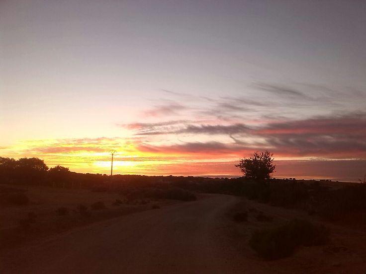 un atardecer en Bogajo, Salamanca, un pueblo de 200 habitantes, Este pueblo sigue siendo de ganadería.