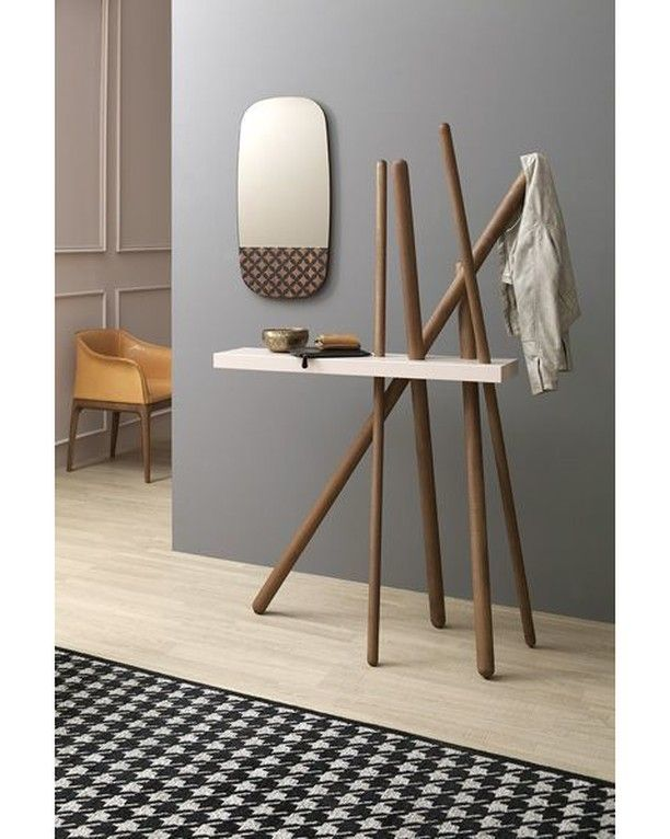 now that's a great statement piece for a foyer. love that table!!