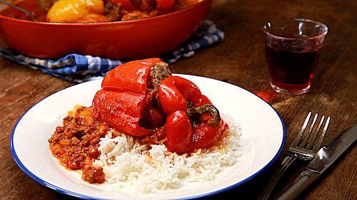 Gefüllte Paprika nach Uroma Susanne, ein schmackhaftes Rezept aus der Kategorie Schmoren. Bewertungen: 958. Durchschnitt: Ø 4,5.