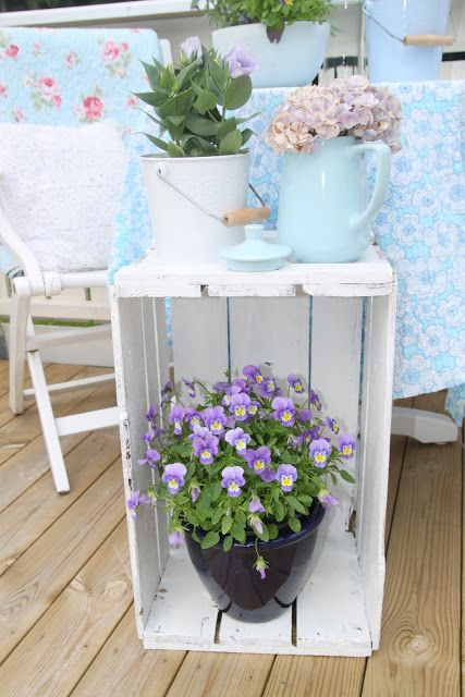 Easy smart and cheap way to display plants on the porch!