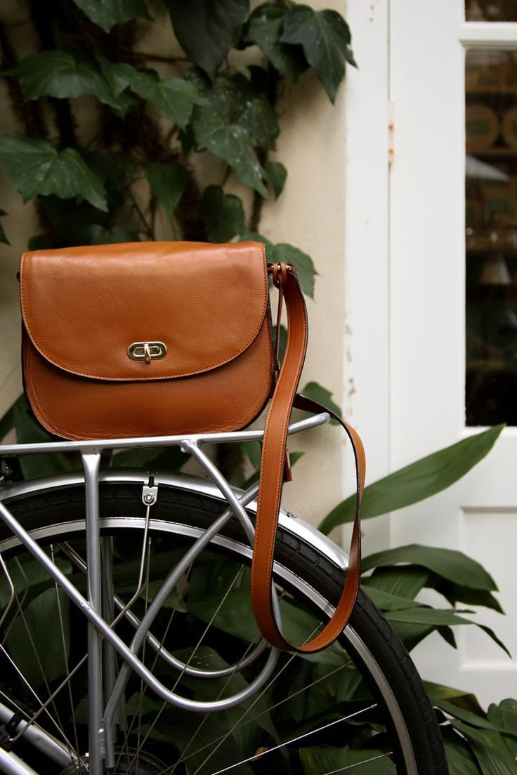Photographer Lindsay Brown travels to Charleston with her Claremont leather camera bag. /