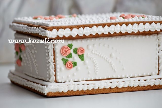 @kozuli_com  // 3D Cookies.  Cookie box with royal icing roses.  Decorated cookies. www.kozuli.com
