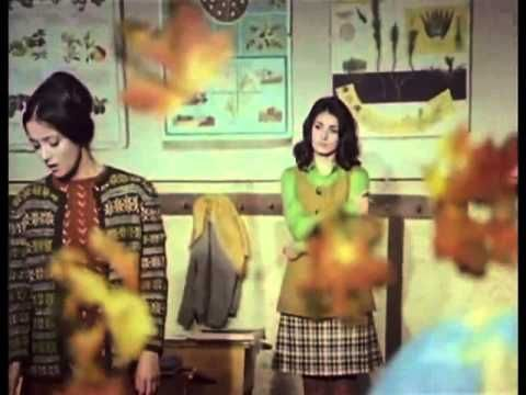 Toamna bobocilor (1975) cu Draga Olteanu Matei, Marin Moraru. Dupa terminarea facultatii, trei absolventi, Mariella (Maria Ploae) - profesoara de limba franceza, Ovidiu (Emil Hossu) - doctor si Geo (Dumitru Furdui) - inginer agronom, pornesc fara sa se cunoasca spre Viisoara, un sat de langa Cluj, unde au fost repartizati. Cei trei sunt surprinsi de atmosfera ciudata din sat unde primarul le inmaneaza imediat negatiile, fara a fi solicitate.