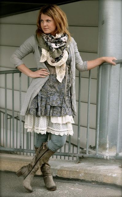 I have no idea what it says, but I LOVE her style!!