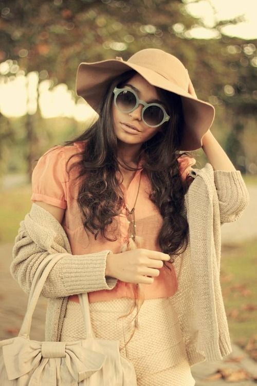 Love the outfit.: Summer Hats, Warm Colors, Peaches Outfits, Fall Outfits, Cute Summer Outfits, Ray Ban Sunglasses, Spring Outfits, Sun Hats, People Style